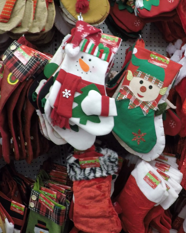 Christmas shopping at Dollarama in 60 photos (+ Video!)